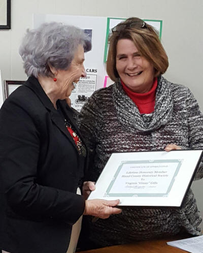 Mooly Thompson presents certificate to Virginia Gills